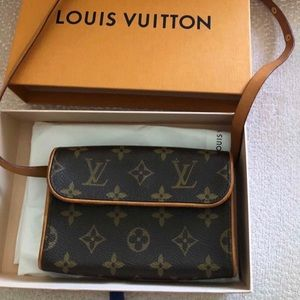 Louis Vuitton belt bag with original belt!